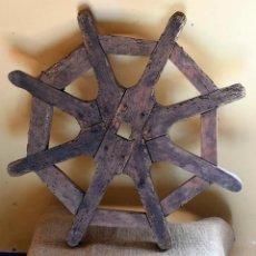 Antigüedades: ANTIGUO TIMÓN RÚSTICO DE BARCO. ARTESANÍA DEL MAR.. Lote 183541778