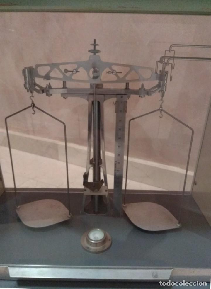 Antigüedades: Antigua balanza de precisión - Foto 2 - 183722195