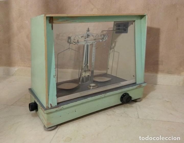 Antigüedades: Antigua balanza de precisión - Foto 4 - 183722195