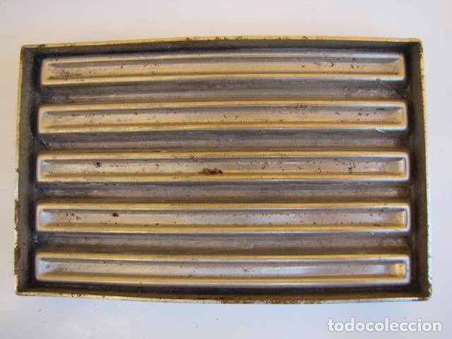 Antigüedades: Instrumentos repostería chocolate. Loyola Guipuzcua Oñate. Moldes y mangas - Foto 6 - 183797618