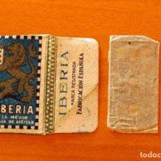 Antigüedades: FUNDA-SOBRE DE HOJA DE AFEITAR - IBERIA AZUL - CON CUCHILLA - AÑO 1944. Lote 183827218