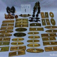 Antigüedades: LOTE 1-50 ANTIGUOS TIRADORES,EMBELLECEDORES METÁLICOS PARA PUERTAS O CAJONES.RESTAURACIÓN. Lote 183984737