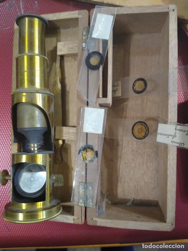 Antigüedades: Antiguo microscopio portátil con caja de madera. - Foto 2 - 183996505
