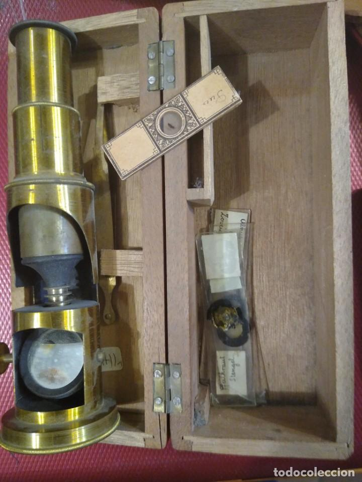 Antigüedades: Antiguo microscopio portátil con caja de madera. - Foto 3 - 183996505