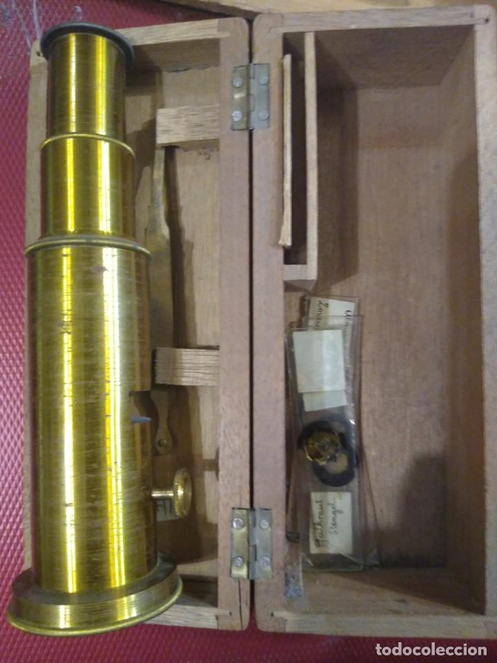 Antigüedades: Antiguo microscopio portátil con caja de madera. - Foto 4 - 183996505