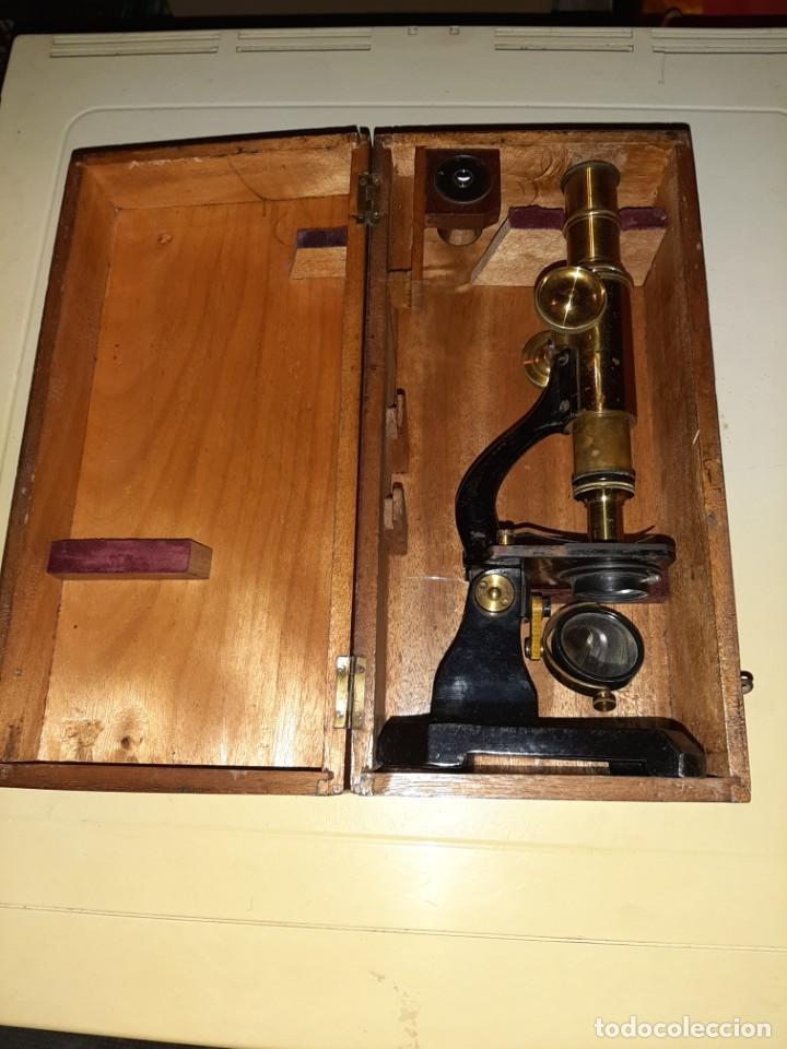 ANTIGUO MICROSCOPICO CON SU CAJA (Antigüedades - Técnicas - Instrumentos Ópticos - Microscopios Antiguos)