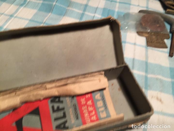 Antigüedades: Antigua caja de cartón de maquinas de coser marca Alfa S.A. Eibar años 40-50 - Foto 5 - 184048857