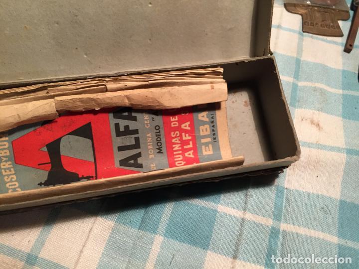 Antigüedades: Antigua caja de cartón de maquinas de coser marca Alfa S.A. Eibar años 40-50 - Foto 7 - 184048857
