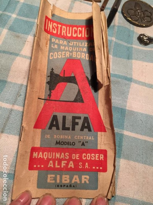 Antigüedades: Antigua caja de cartón de maquinas de coser marca Alfa S.A. Eibar años 40-50 - Foto 9 - 184048857