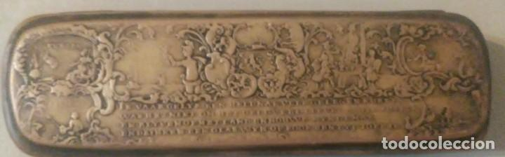 CAJA METALICA DE COBRE Y LATON PARA JERINGAS DE ORIGEN HOLANDES (Antigüedades - Técnicas - Herramientas Profesionales - Medicina)