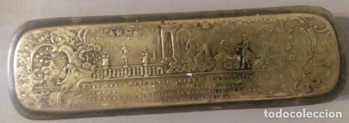 Antigüedades: Caja metalica de cobre y laton para jeringas de origen holandes - Foto 2 - 184052293