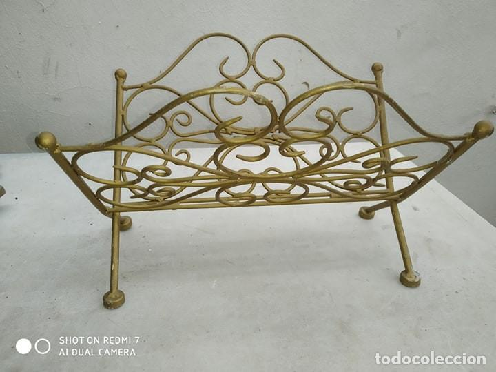 Antigüedades: clasico revistero hierro bañado en oro plegable, decorativo, casa rural, bonita pieza decorativa - Foto 3 - 184107262