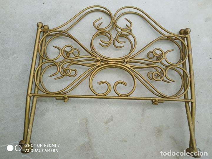 Antigüedades: clasico revistero hierro bañado en oro plegable, decorativo, casa rural, bonita pieza decorativa - Foto 4 - 184107262