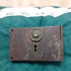 Antigüedades: ANTIGUA Y GRANDE CERRADURA DE PUERTA SIN LLAVE. Lote 184351338