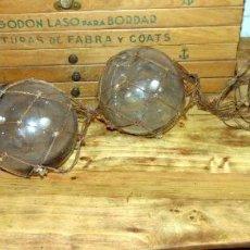 Antigüedades: LOTE SEIS BOYAS PESCA, CRISTAL, TRANSPARENTES 15 CM APROX DE DIAMETRO, EN RED, MUY DECORATIVO. Lote 184371618