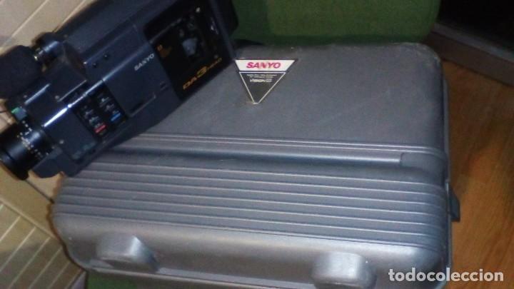 Antigüedades: CAMARA DE VIDEO SUPER 8 mm CON MALETA CARGADOR, ADAPTADOR TV Y 2 BATERIAS - Foto 5 - 184409942