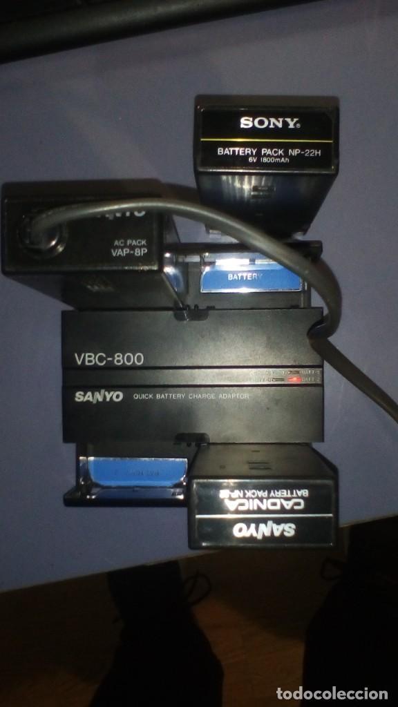 Antigüedades: CAMARA DE VIDEO SUPER 8 mm CON MALETA CARGADOR, ADAPTADOR TV Y 2 BATERIAS - Foto 9 - 184409942