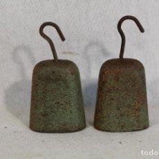 Antigüedades: 2 PESAS DE HIERRO - PONDERALES. Lote 184416193