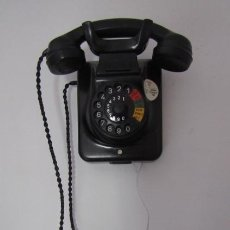 Teléfonos: TELÉFONO DE MESA ALEMÁN ANTIGUO DE BAQUELITA MODELO W49 CONVERTIBLE MESA PARED AÑO 1949 Y FUNCIONA. Lote 184562193
