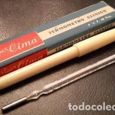 Antigüedades: ANTIGUO TERMÓMETRO CLÍNICO DE CRISTAL Y MERCURIO CON ESTUCHE Y CAJA. Lote 184568553