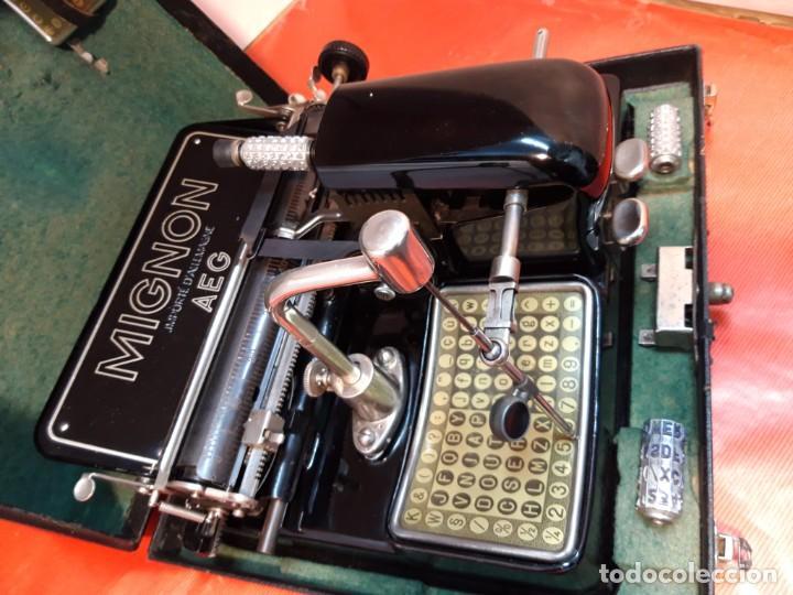 Antigüedades: Antigua máquina de escribir. Typewriter. Mignon modelo punzón retráctil. - Foto 2 - 184602083