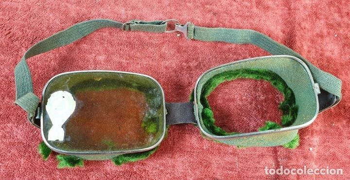 Antigüedades: COLECCION DE 3 PARES DE GAFAS PARA MOTO. CRUSTAL Y METAL. SIGLO XX. - Foto 5 - 210078460