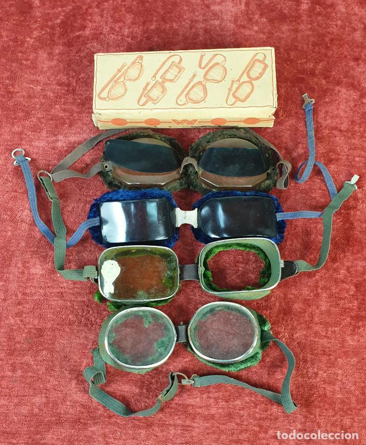 COLECCION DE 3 PARES DE GAFAS PARA MOTO. CRUSTAL Y METAL. SIGLO XX. (Antigüedades - Técnicas - Instrumentos Ópticos - Gafas Antiguas)