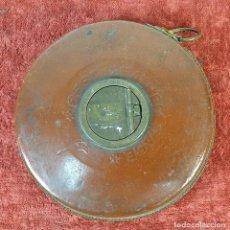 Antigüedades: CINTA MÉTRICA. RAILWAY. CARACASA DE PIEL. CINTA DE TELA. 25 METROS. SIGLO XX. . Lote 184693372