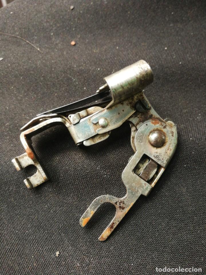 Antigüedades: Pieza de maquina de coser - Foto 2 - 184758696