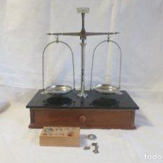 Antigüedades: BALANZA DE PRECISION DE 100 GRAMOS CONTRASTADA. Lote 184772657