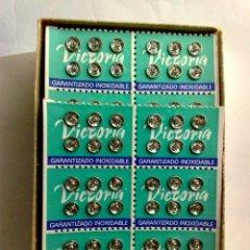 Antigüedades: CORCHETES VICTORIA,8 LAMINAS DE 36 CORCHETES INOXIDABLES CADA (288 UND.) EN SU CAJA,SIN USAR (DESCRI. Lote 185156778