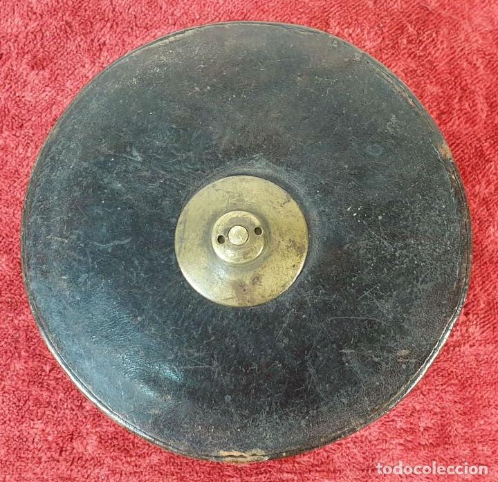 Antigüedades: CINTA MÉTRICA DE 20 METROS. CARCASA DE CUERO. CIRCA 1930. - Foto 3 - 185676186