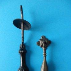 Antigüedades: ANTIGUOS TIRADORES DE PUERTA, CAJONES O ARMARIO. Lote 185743440