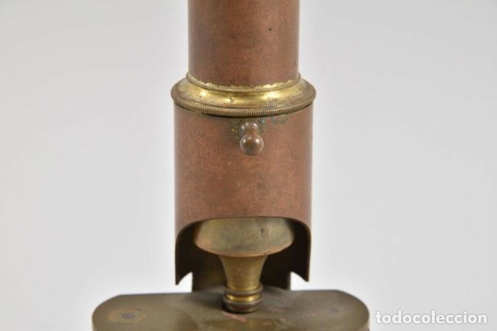 Antigüedades: ANTIGUO Y MAGNIFICO MICROSCOPIO LATON PORTATIL DE CAMPO EN CAJA PERFECTO 20 ,8 CM. CAJA ORIGINAL 350 - Foto 4 - 185744315