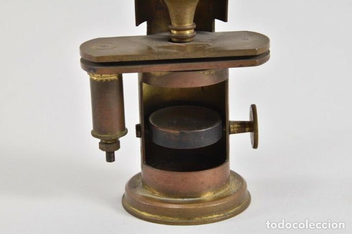 Antigüedades: ANTIGUO Y MAGNIFICO MICROSCOPIO LATON PORTATIL DE CAMPO EN CAJA PERFECTO 20 ,8 CM. CAJA ORIGINAL 350 - Foto 8 - 185744315