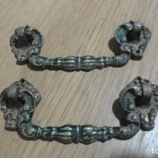 Antigüedades: ANTIGUA PAREJA DE TIRADORES DE LATON AÑOS 20.. Lote 185752246