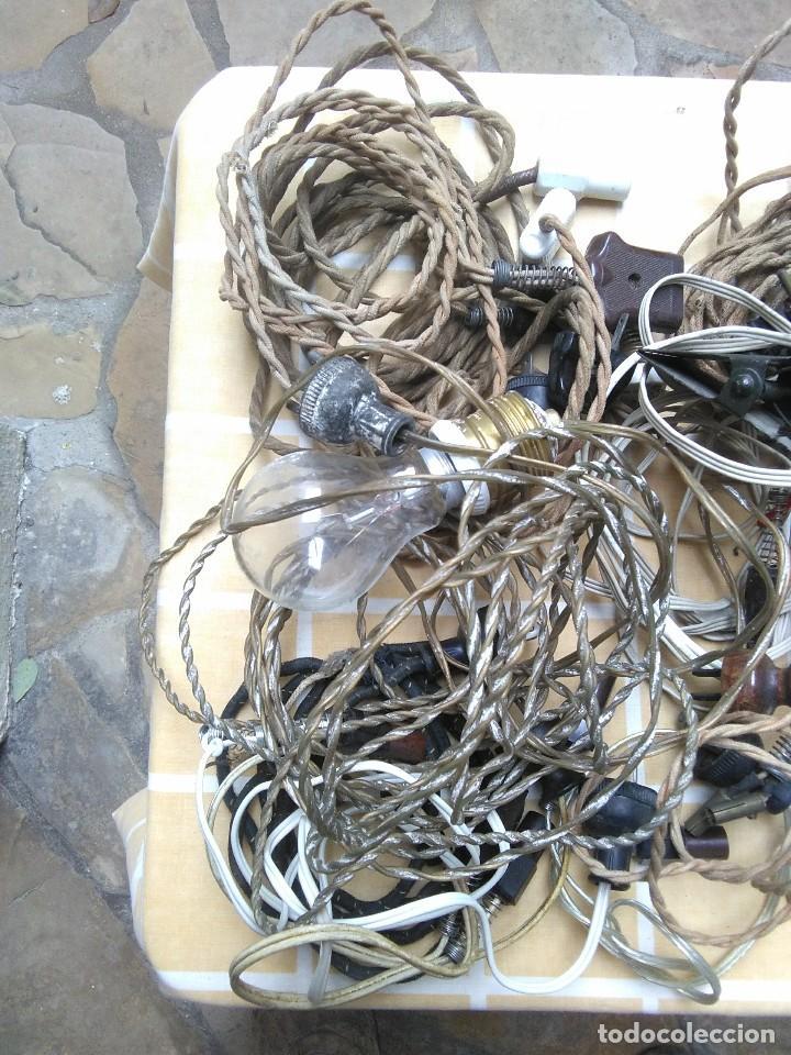 Antigüedades: lote de cables electricos de aparatos antiguos y otros de electricidad lampara pequeña de pinza. - Foto 2 - 186048937