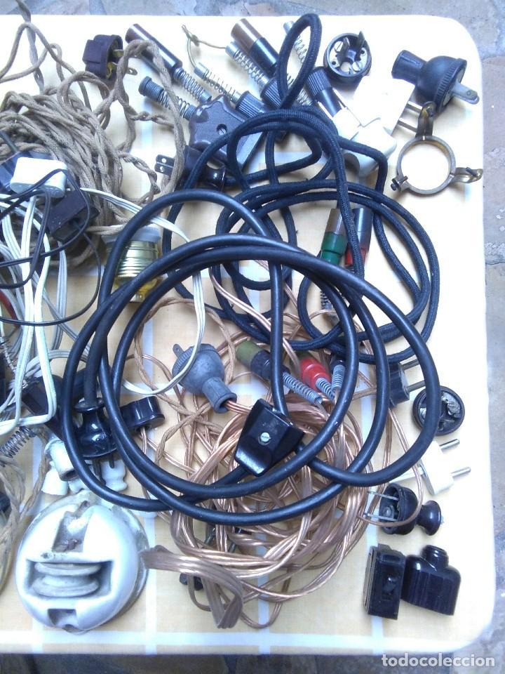 Antigüedades: lote de cables electricos de aparatos antiguos y otros de electricidad lampara pequeña de pinza. - Foto 5 - 186048937