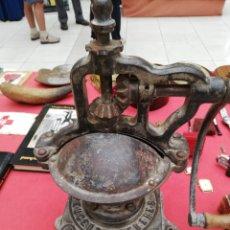 Antigüedades: MOLINILLO DE HIERRO MARCA PEUGEOT NÚMERO UNO....FUNCIONANDO.. PERFECTO. Lote 186136477