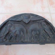 Antigüedades: ANTIGUA Y BONITA BALANZA PEQUEÑA, PESAS EN FORMA DE RANA Y ESTUCHE DE MADERA TALLADO.. Lote 186163237