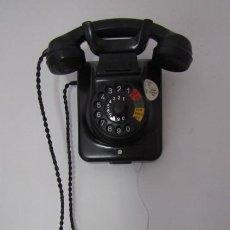 Teléfonos: TELÉFONO DE MESA ALEMÁN ANTIGUO DE BAQUELITA MODELO W49 CONVERTIBLE MESA PARED AÑO 1949 Y FUNCIONA. Lote 186164820