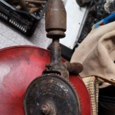 Antigüedades: ANTIGUO POTRO 41CM BERBIQUI - FUNCIONA. Lote 186226118