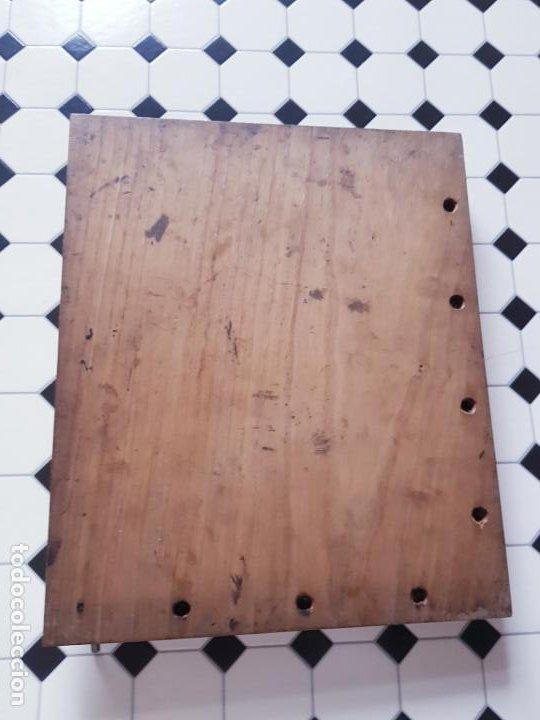 Antigüedades: soporte-para centrar fotografías/documentos-para fotografiar-madera+bronce-ver fotos - Foto 5 - 186262650