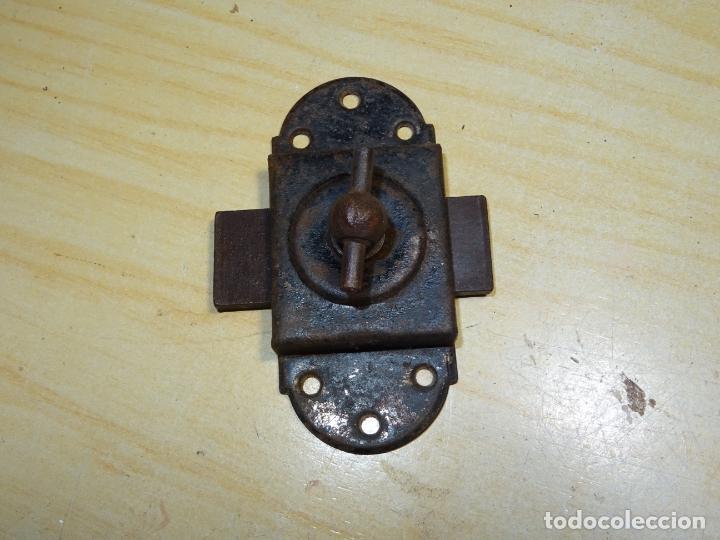 Antigüedades: antiguo pestillo para armario alacena - Foto 2 - 186285375