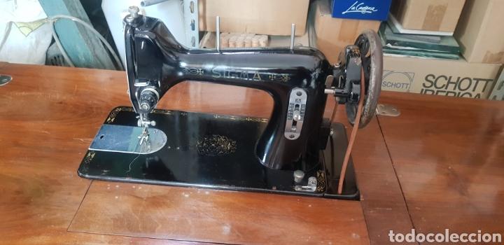 Antigüedades: Maquina de coser con mueble Sigma - Foto 2 - 220842436