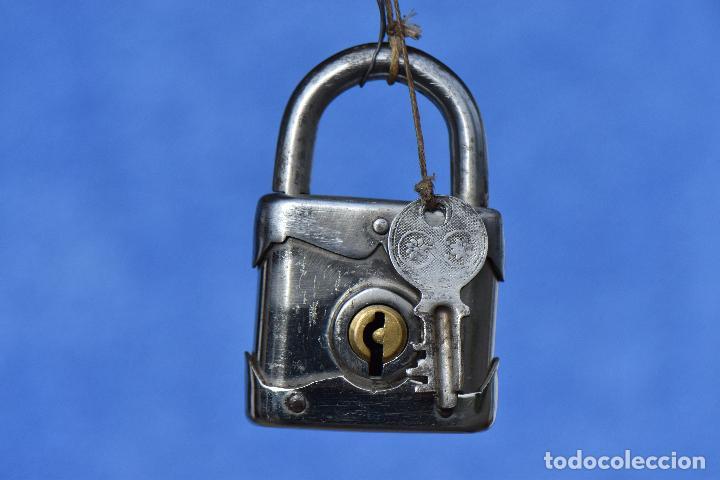 CANDADO CON SU LLAVE FUNCIONANDO 8 *5 CM (Antigüedades - Técnicas - Cerrajería y Forja - Candados Antiguos)
