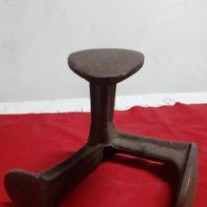 Antigüedades: ANTIGUO YUNQUE DE ZAPATERO EN HIERRO. Lote 186345593