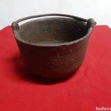 Antigüedades: ANTIGUO CALDERETA O CUBO DE HIERRO FUNDIDO. Lote 186349683