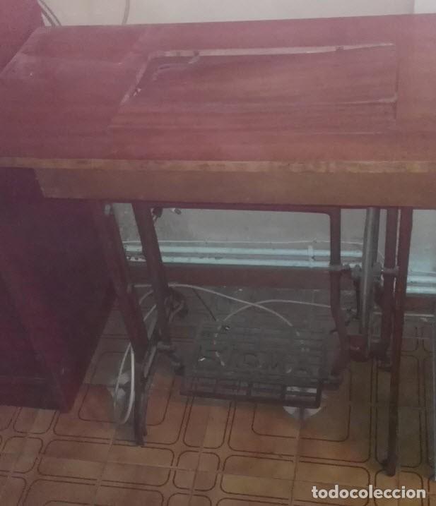 Antigüedades: Maquina de Coser Sigma Años 50 con Pie de Hierro y Caja Metal - Foto 4 - 186453092