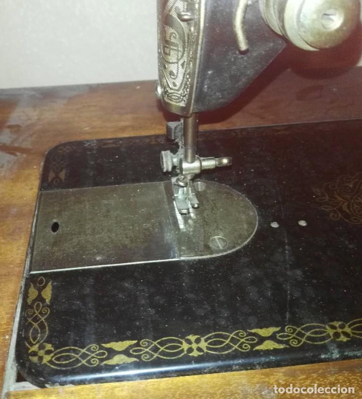 Antigüedades: Maquina de Coser Sigma Años 50 con Pie de Hierro y Caja Metal - Foto 5 - 186453092